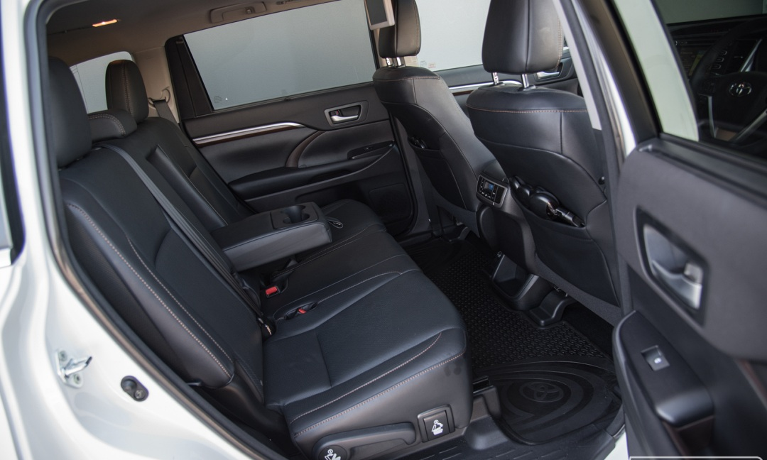 Toyota Kluger 3:4 Seat SUV4. Coast to Hinterland Charters